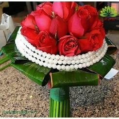دسته گل عروس رز قرمز مروارید کد DF03704