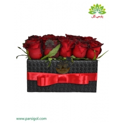 جعبه گل تبریک لوکس رز قرمز کد DF01005