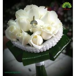 دسته گل عروس رز سفید مجلل کد DF06004