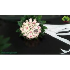 دسته گل عروس رز لب صورتی با روبان بلند کد DF06704