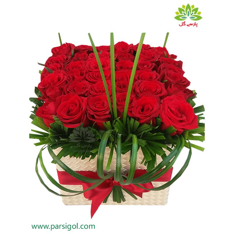 جعبه گل عاشقانه رز هلندی کد DF00405
