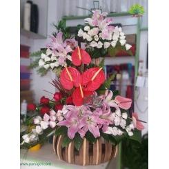 سبد گل چوبی پیوند لیسیانتوس و آنتوریوم کد DF01202