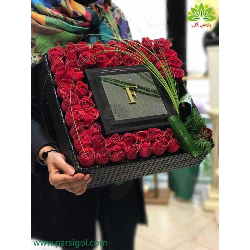 جعبه گل کادویی ولنتاین لاکچری کد DF06105