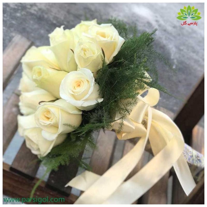 دسته گل ولنتاین رز سفید کد DF02903