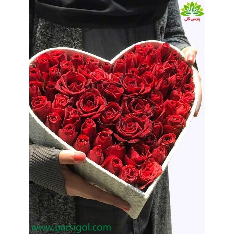 جعبه گل لاکچری ولنتاین طرح قلب کد DF06605