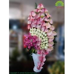 سبد گل خواستگاری رز سفید و آنتوریوم صورتی کد DF08702