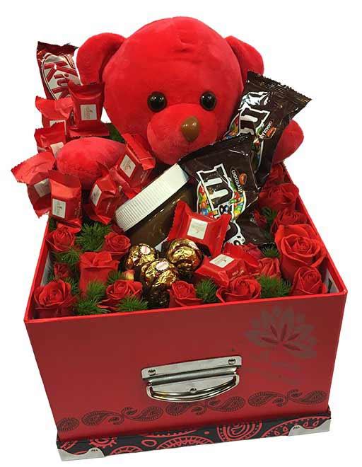 ولنتاین، هدیه ولنتاین، باکس گل عروسک و شکلات ولنتاین