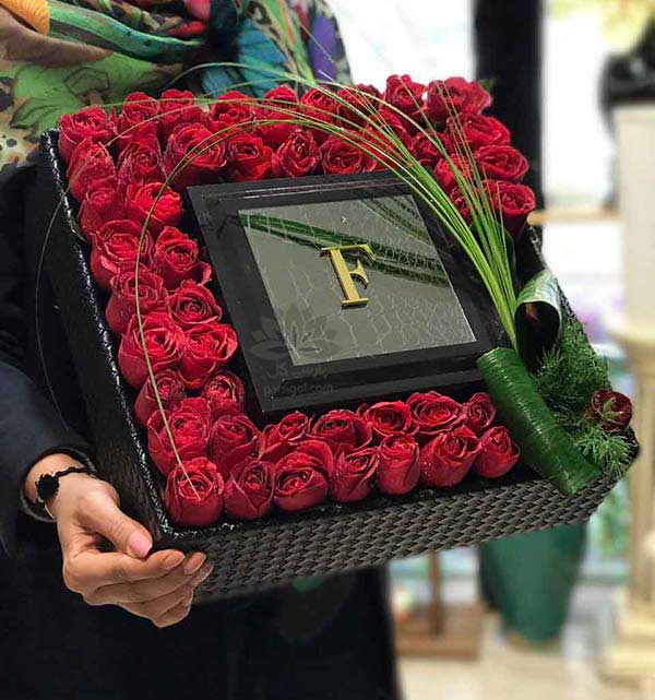جعبه گل کادو لاکچری ولنتاین و باکس گل هدیه ولنتاین رز قرمز
