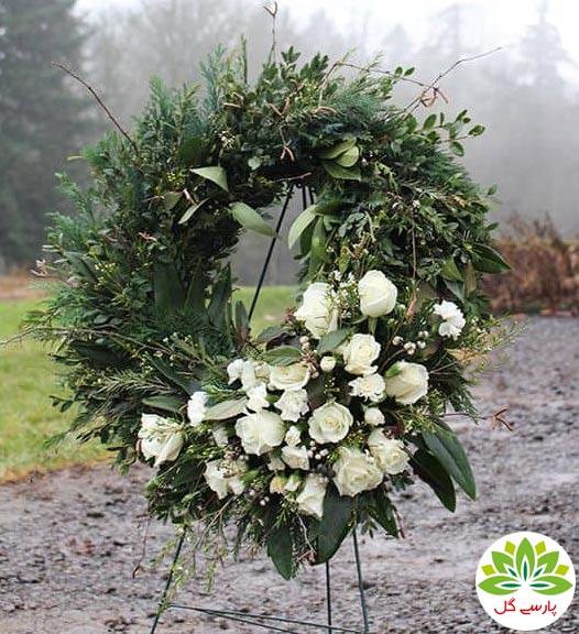 سفارش اینترنتی تاج گل تسلیت یک طبقه ارزان قیمت از گلفروشی پارسی گل