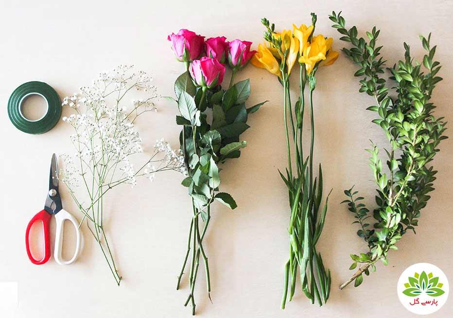 آموزش تصویری گل آرایی در گلدان، آموزش آنلاین گل طبیعی در گلدان، روش تزیین گل در گلدان