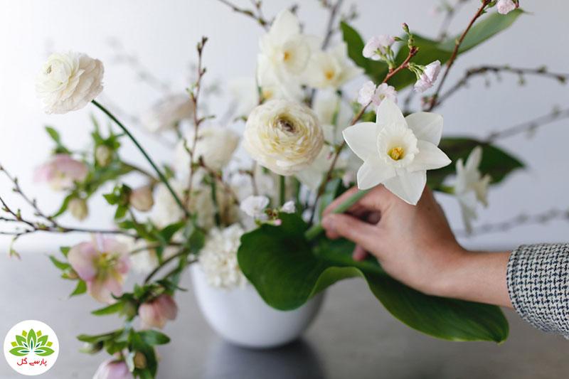 روش تزیین گل در گلدان، نحوه گل آرایی زیبا در گلدان، آموزش گل آرایی در گلدان شیشه ای