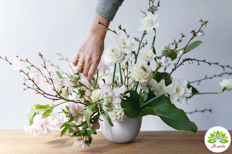 روش گل آرایی گل در گلدان، نحوه چیدمان شاخه گل طبیعی در گلدان، آموزش گل آرایی دسته گل در گلدان