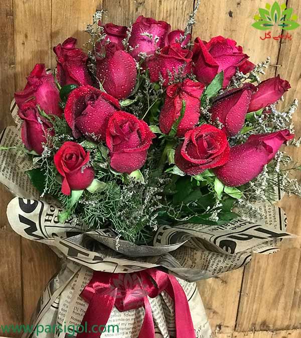 خرید و سفارش آنلاین دسته گل رز قرمز هدیه تبریک تولد